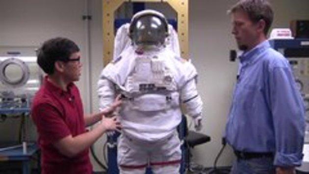 woman astronaut in diaper - 630×355